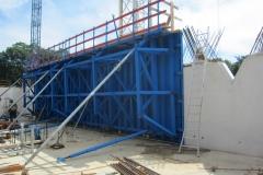 Einstellbare Schalflächen als Kletterschalung für verdrehte Wände
